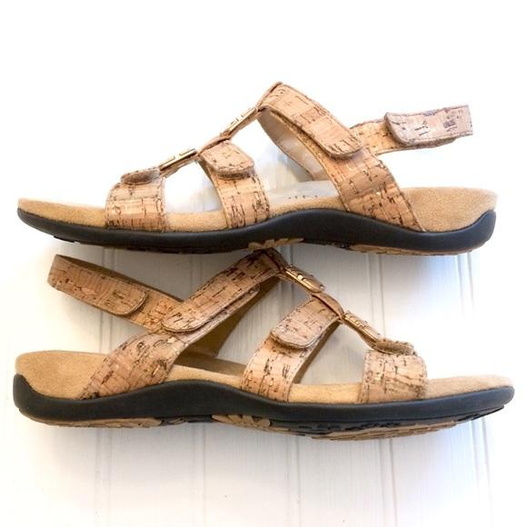 73a006054493 Vionic Amber gold cork strappy embellished sandals.  M 5b5b73a0e9ec89c15c26a1a6